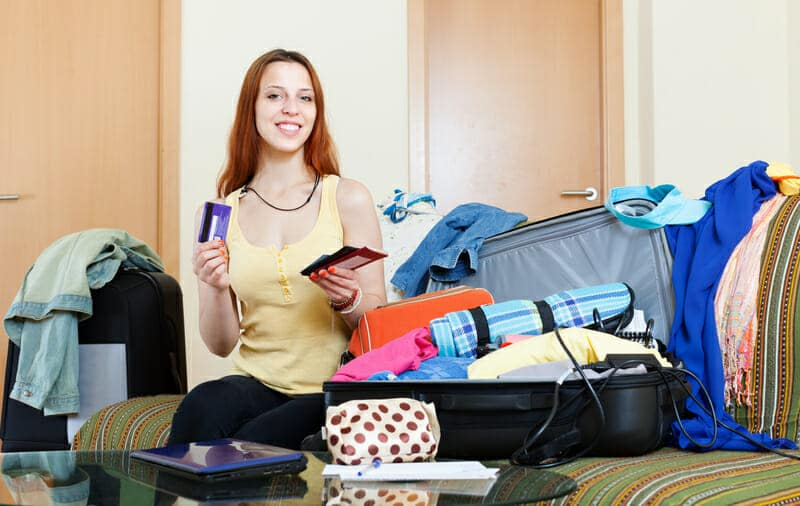 dreamstime_s_Girl_Packing_travel_tips