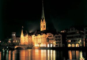 Switzerland. get natural.  Zurich by night, view over the river Limmat onto the guild house 'Zur Meise', the spider of Fraumuenster church and the City Hall.     Schweiz. ganz natuerlich.  Zuerich bei Nacht. Blick ueber die Limmat auf das Zunfthaus zur Meise, den Turm des Fraumuensters und das Stadthaus.      Suisse. tout naturellement.  Vue nocturne de Zurich, coup d¿oeil sur la Limmat avec la maison des associations du 'Meise', la tour de l'eglise 'Fraumuenster' et l'Hotel de ville.     Copyright by Switzerland Tourism   By-line: swiss-image.ch/Stephan Engler