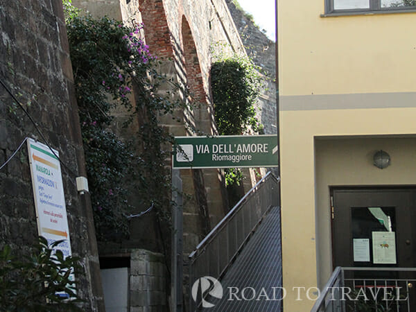 Entrance of Path of Love - Mararola Entrance of the famous path of love from Manarola.
