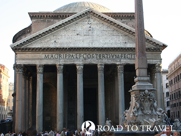 Pantheon The Pantheon, one of the main attractions to see in Rome, do not miss it during your private tours of Italy.